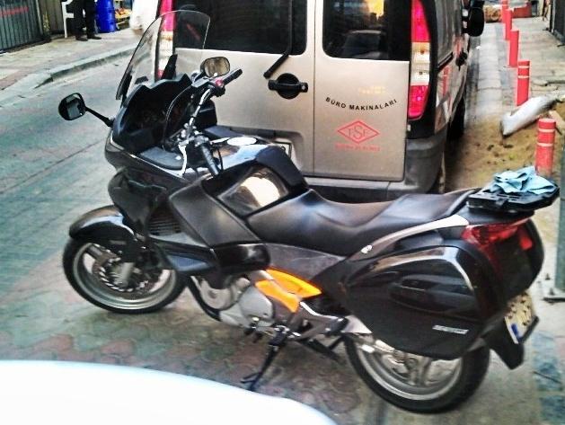 Honda NT700V Deauville sol yandan görünüş