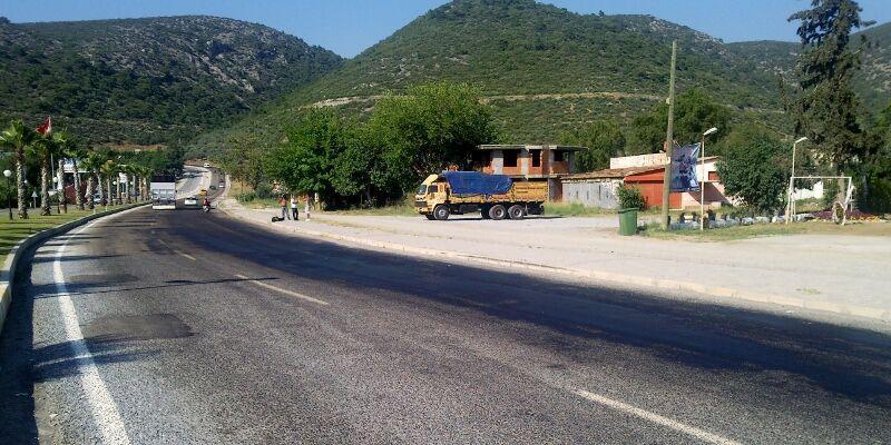 Kuşadası çıkışı asfalt erimesi