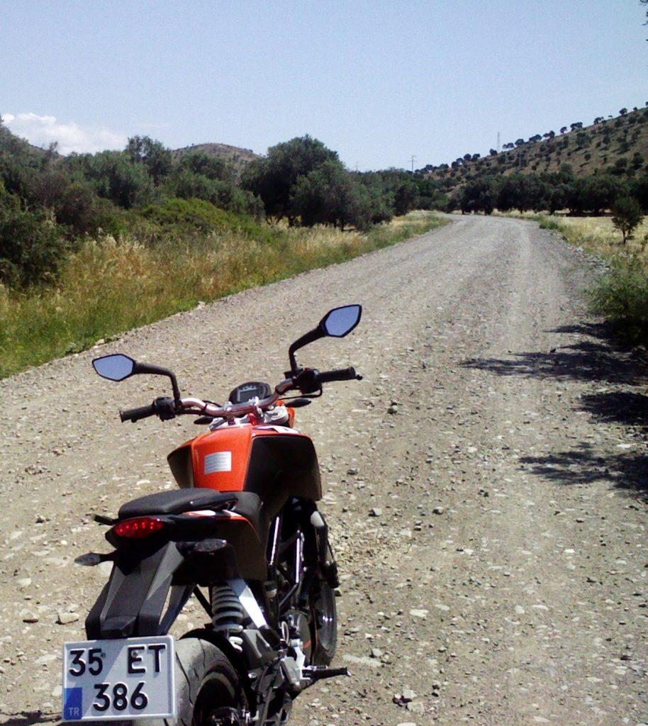 başlangıç motosikleti naked çıplak ktm duke