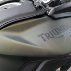 triumph tiger 800xc depo yeşil renk