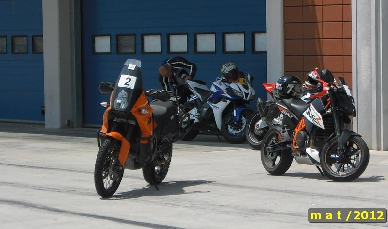 California Superbike School - Motosiklet Pist Eğitimi - KTM'ler