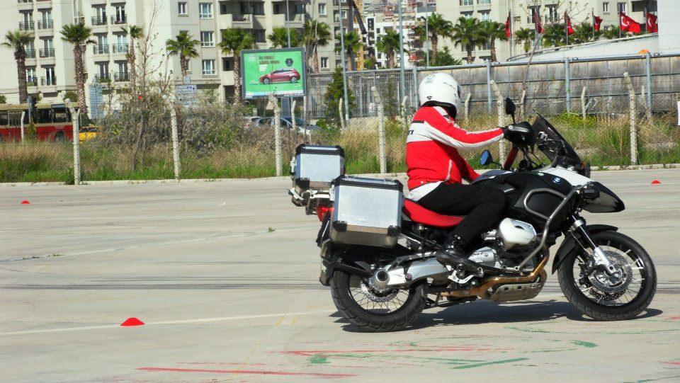 motosiklet kapalı alan eğitimi bakış ayırma, daire çizme