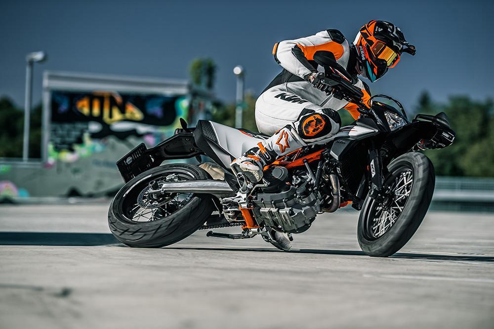 Motor Hikayesi Motosiklet blog - KTM-690-SMC-R 2019 Bakış Ayır, Kombine, Spormoto
