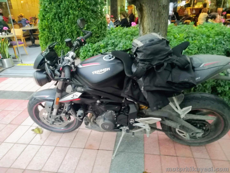 Triumph Street Triple RS Siyah Yan