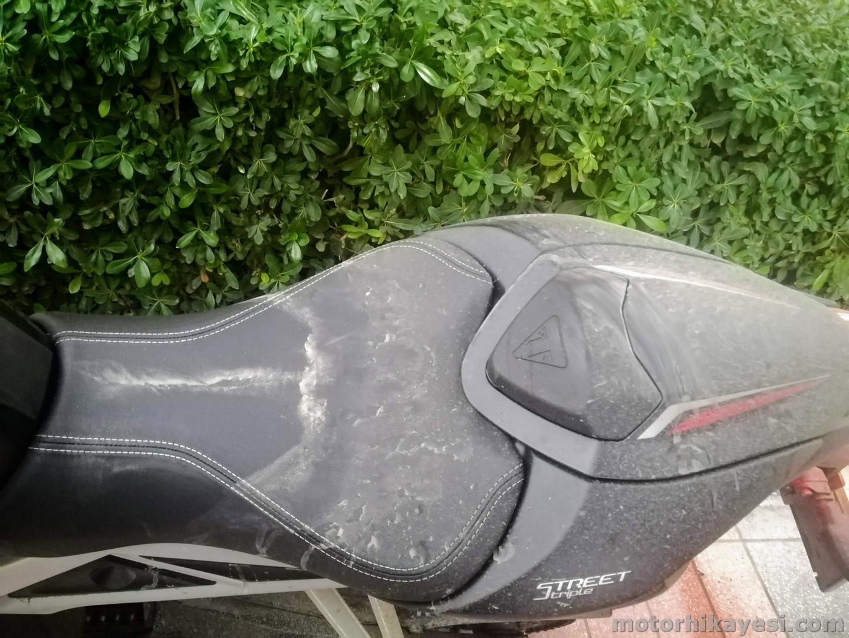 Triumph Street Triple RS Yağmurda sele