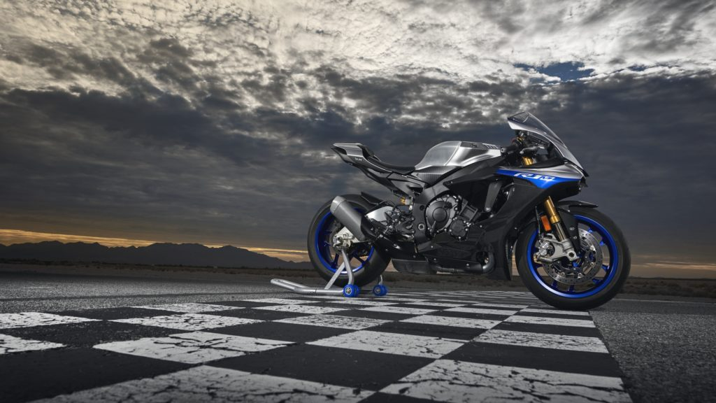 2019-Yamaha-YZF1000R1SPL-pist finiş çizgisi