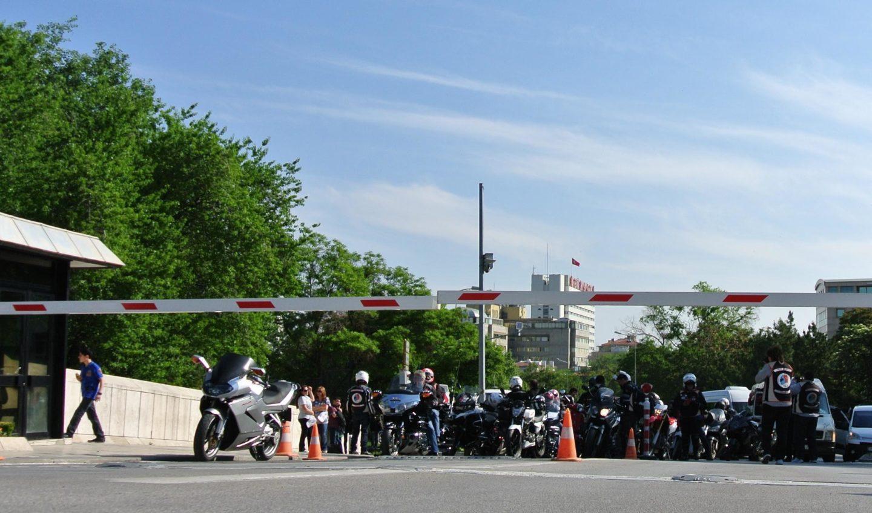 Uzun Yol - Toplu Sürüş - Anıtkabir girişte saati beklerken