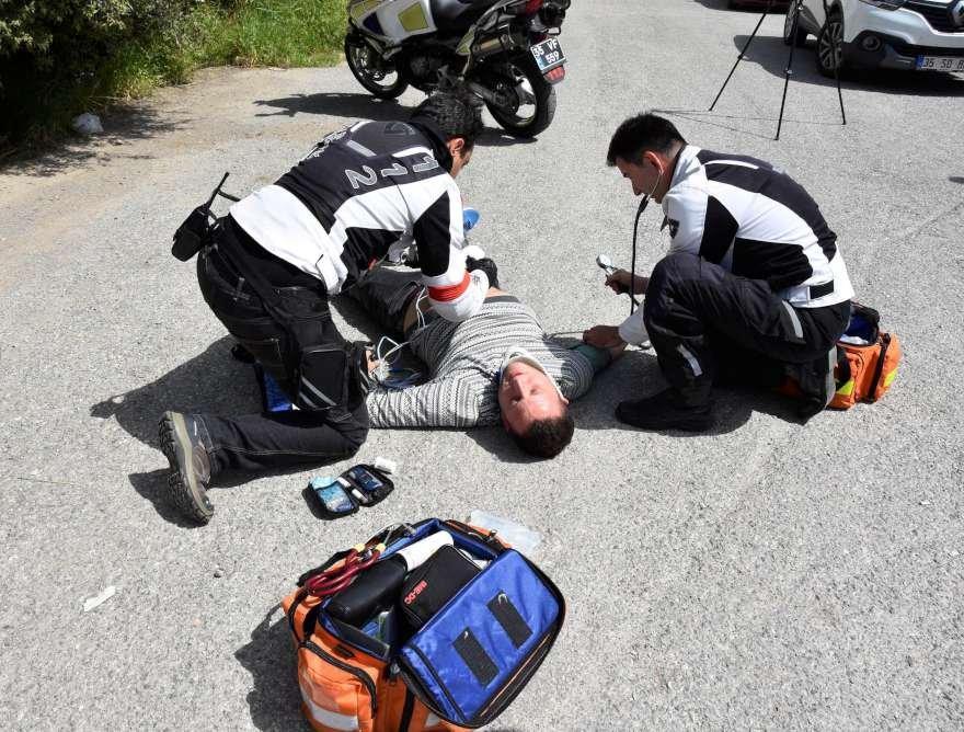 motorize doktordan kaza tavsiyeleri 112 izmir yolda müdahale