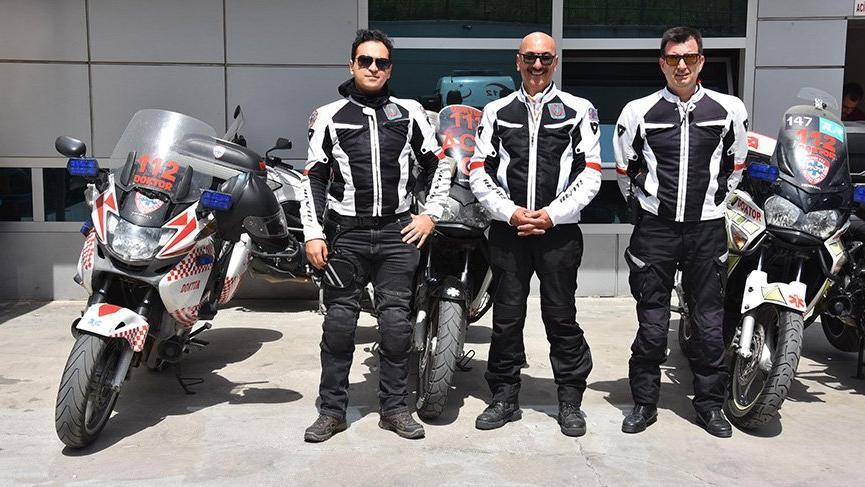 motorize-doktor-izmir 3 doktor motosiklet önünde