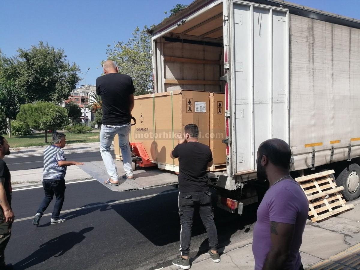sıfır motosiklet nasıl gelir - kamyon iniş kutu yanı forklift çekme