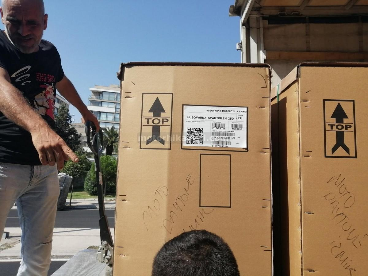 sıfır motosiklet nasıl gelir - kamyon iniş kutu yanı forklift