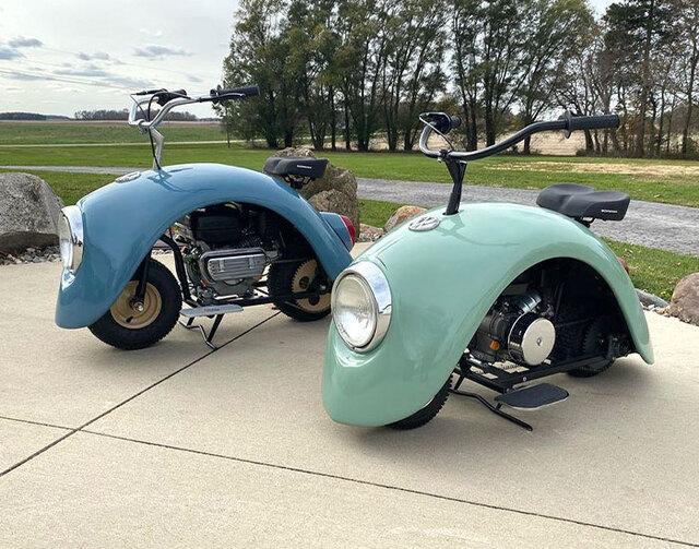 volkswagen-beetle-motosiklet-ikili, yeşil ve mavi önden görünüm